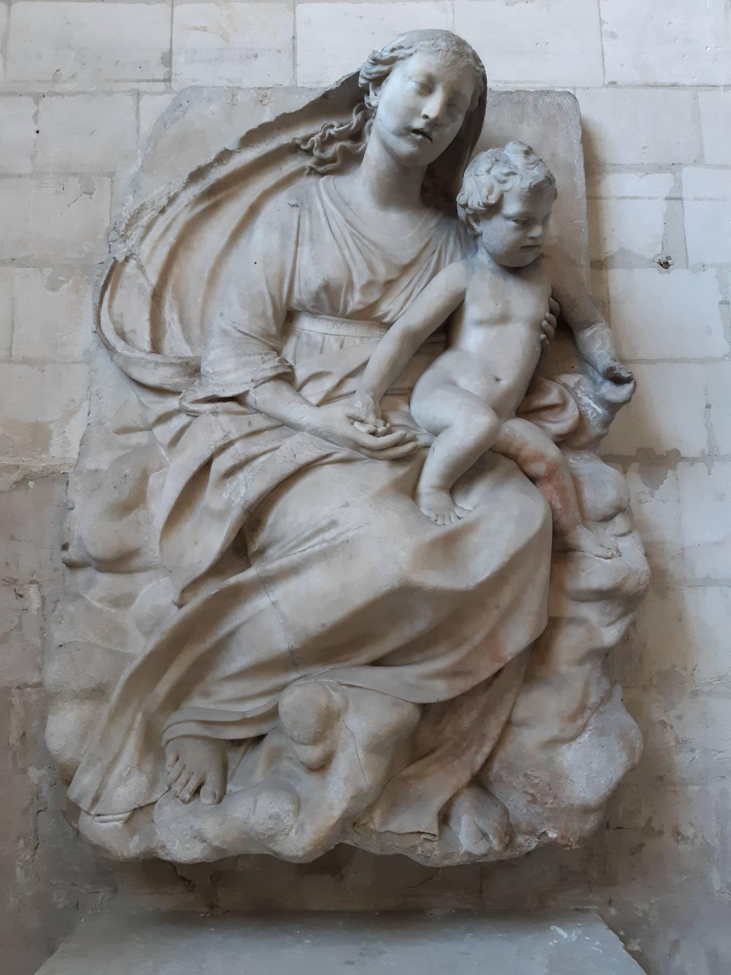 Haut-relief de la Vierge à l'Enfant, du_Broeucq, Saint-Omer (62) - Sauvegarde de l'Art Français Plus Grand Musée de France